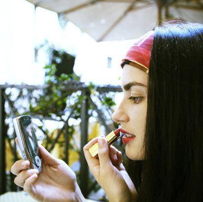 4 ürünle 4 tarz   Güzel makyaj yapmanın sırrı, mümkün olduğunca çok makyaj ürünü kullanmak değil, az ürünle, çarpıcı bölgeleri ön plana çıkarmak. Sezonun trendi renklerle sen de makyajını her ortama uygun şekilde yapabilirsin.